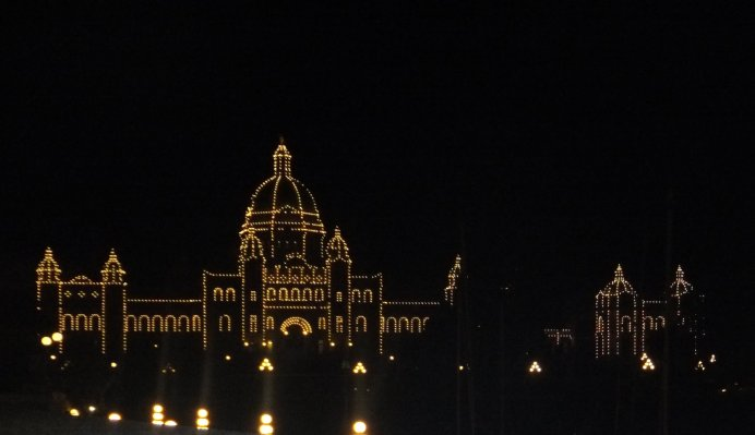 The parliament buildings, lit up at night. Very cool. Reminded us of a gingerbread house. Mmm, gingerbread.