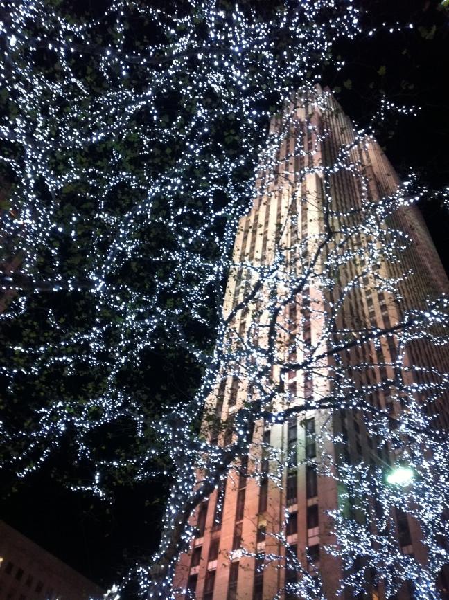 30 Rock + Christmas lights = Beautiful